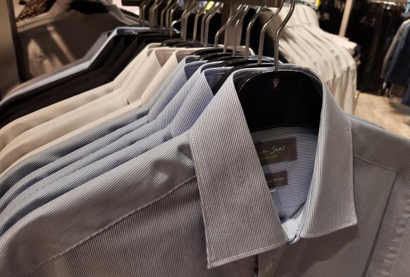 Ensfarvede klassiske skjorter